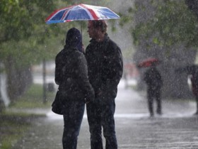 Weatherwatch: Making a splash for umbrella manufacturers