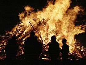 Weatherwatch: Does bonfire night bring cloud and rain?
